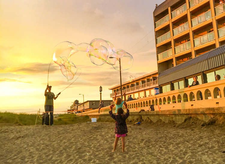 Seaside Beach Bubbles Oregon multigenerational trip